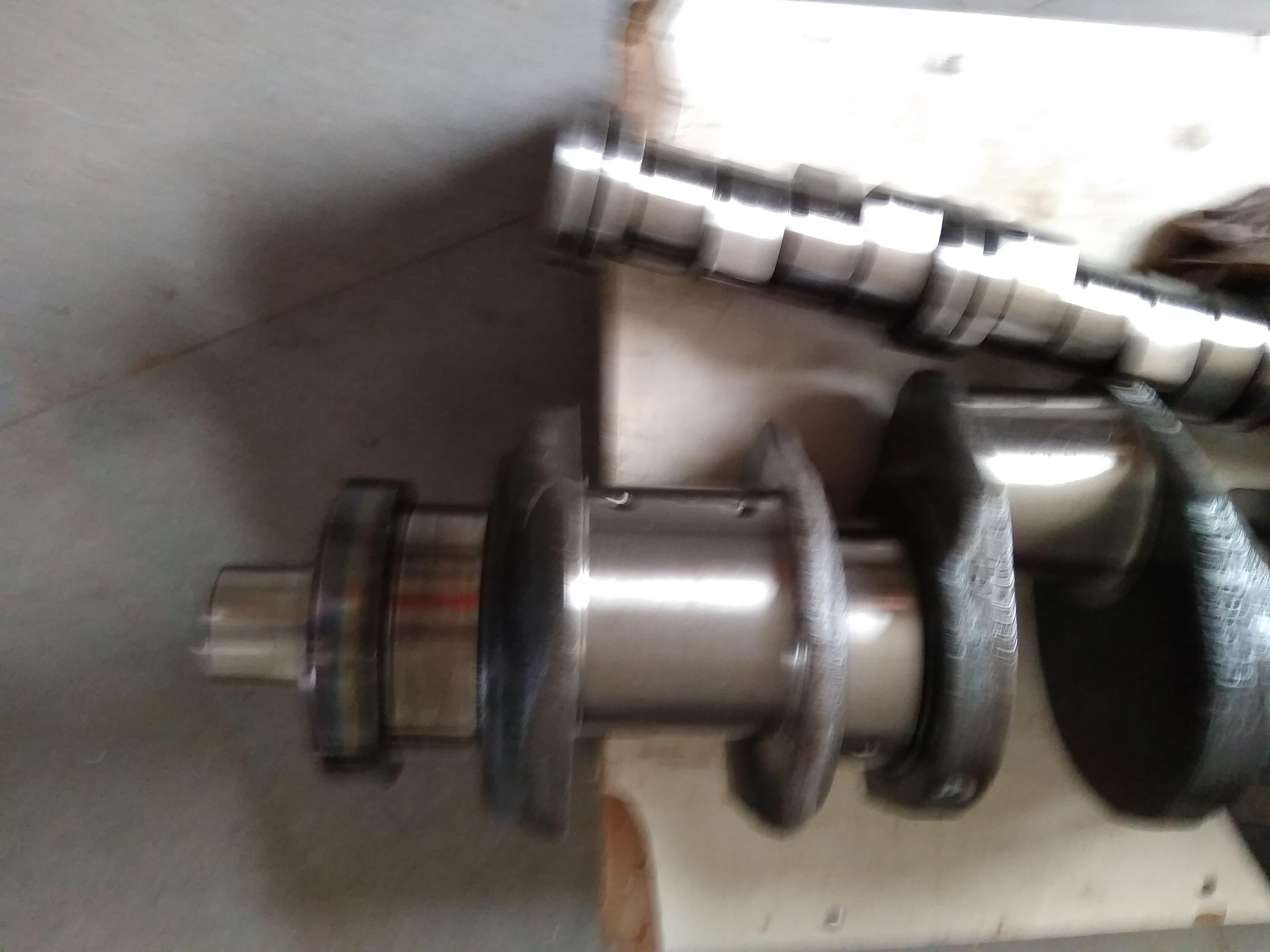 八缸发动机曲轴维修